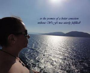 Nuestra corresponsal Adriana admirando el mar en uno de sus múltiples viajes.