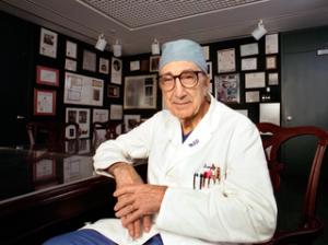 El doctor Michael DeBakey.